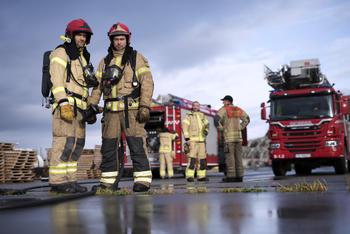 Brannmenn og brannbiler